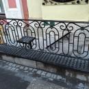 скамейка с ограждением